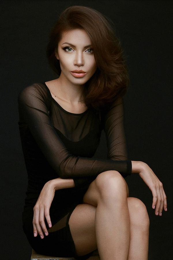 Và đặc biệt là người mẫu phải tập trung diễn xuất để truyền được tinh thần của nghệ sĩ mà mình muốn hoá trang.