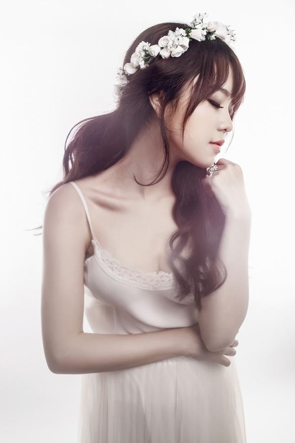 Thái Trinh cũng chia sẻ trong single lần này, lần đầu tiên Trinh sẽ hát cover lại một ca khúc Việt Nam mà cô rất thích.