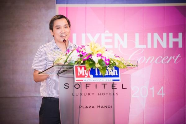 Nhà báo Ngô Bá Lục làm MC của buổi họp báo