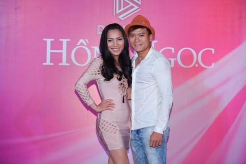 Khang Việt khi bước chân vào showbiz được khán giả nhớ đến bằng việc anh là em ruột của nữ ca sĩ Hồng Ngọc. Từng ra mắt nhiều sản phẩm âm nhạc nhưng Khang Việt vẫn chưa tạo nhiều dấu ấn trong lòng khán giả và vẫn là cái tên nhạt nhoà trong showbiz đù đã trải qua nhiều năm ca hát.