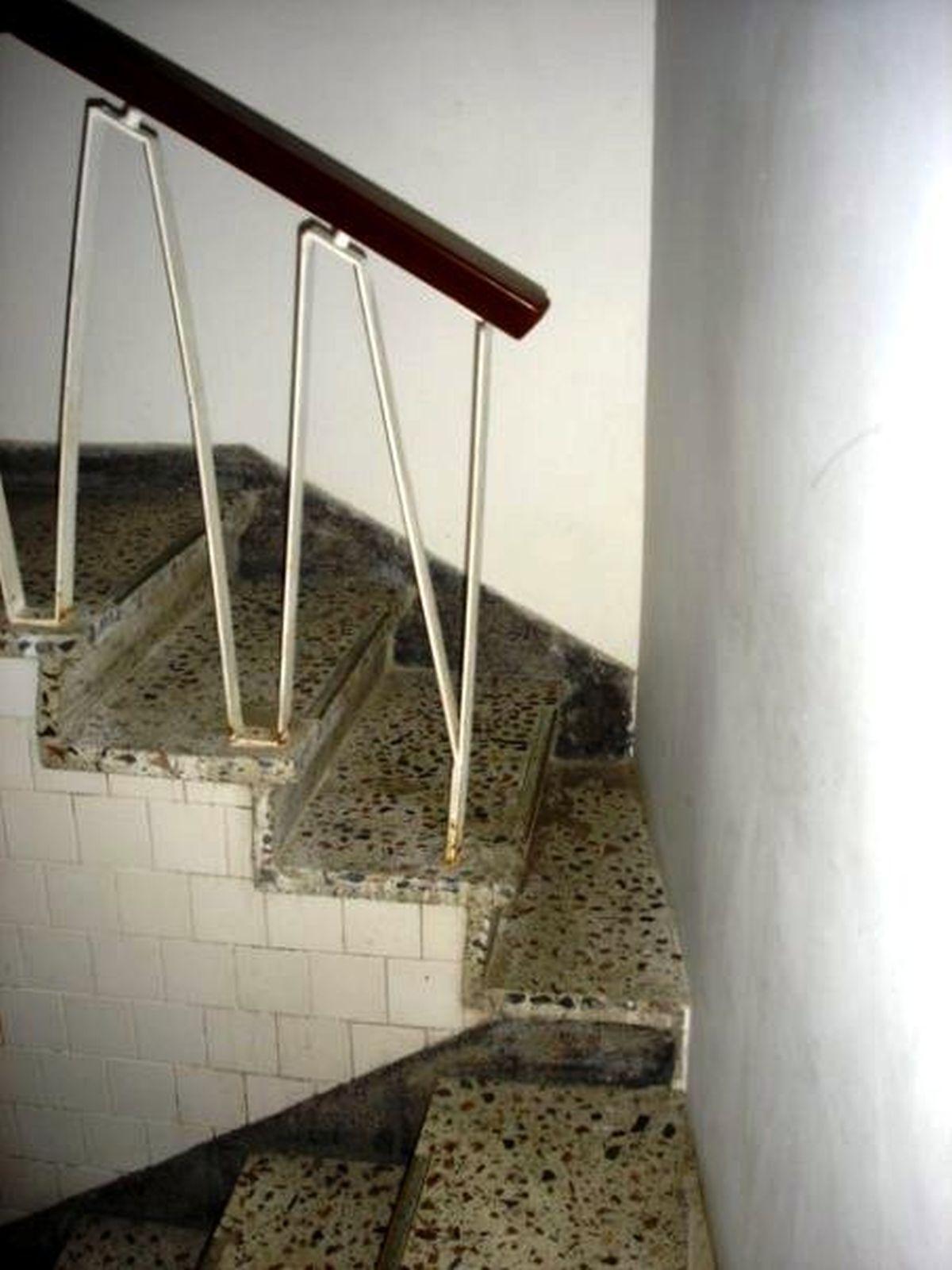 """Chiếc cầu thang chỉ dành riêng cho những ai """"mình hạc xương mai"""" mà thôi"""