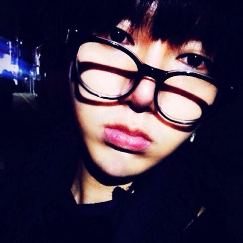 Yesung khoe hình tự sướng chúc các fan ngủ ngon