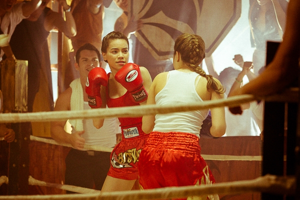 Đây cũng sẽ là lần đầu tiên khán giả nhìn thấy hình ảnh Hồ Ngọc Hà đánh boxing cùng với nữ diễn viên Jewaria trong sự cổ vũ của 100 nam diễn viên. - Tin sao Viet - Tin tuc sao Viet - Scandal sao Viet - Tin tuc cua Sao - Tin cua Sao