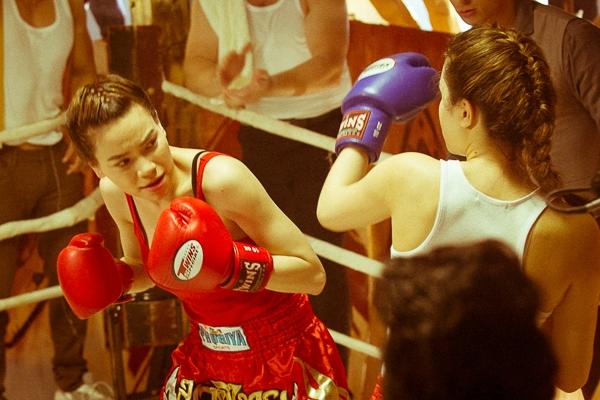 Để thực hiện cảnh quay này, Hồ Ngọc Hà đã tập đánh boxing suốt 1 tháng cùng các huấn luyện viên của trung tâm California Fitness & Yoga. - Tin sao Viet - Tin tuc sao Viet - Scandal sao Viet - Tin tuc cua Sao - Tin cua Sao