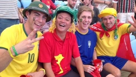 Nụ cười Việt Nam hòa cùng niềm vui của bóng đá thế giới