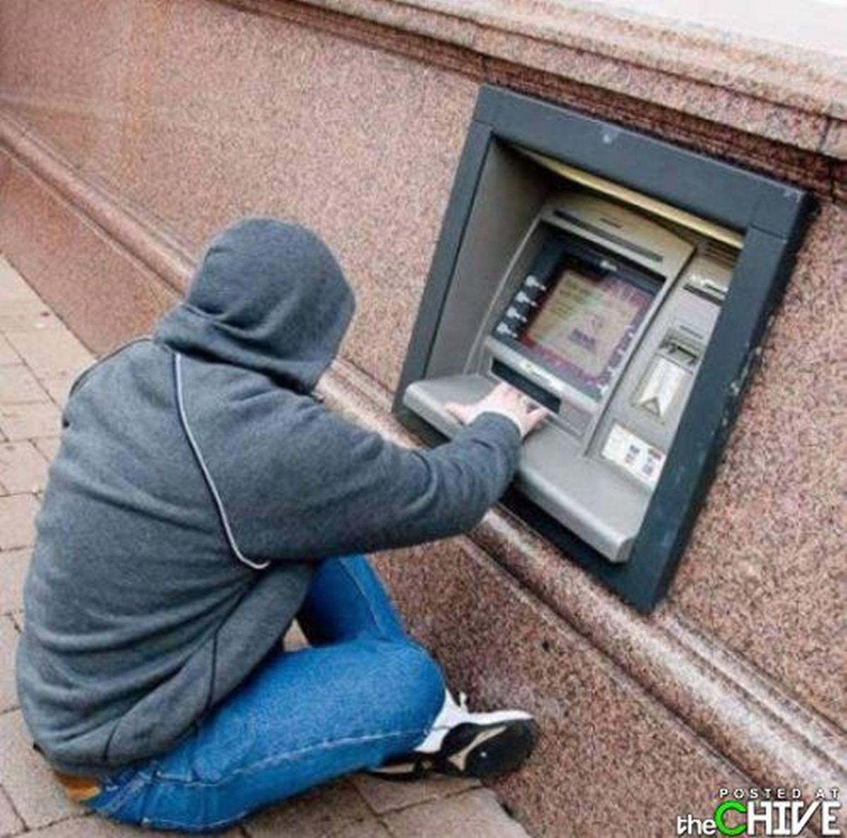 Đứng rút tiền bị mỏi chân? Hãy ngồi rút tiền theo cách của bạn!
