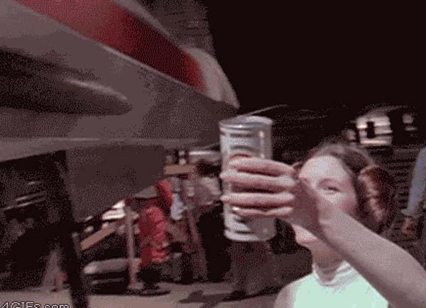 Công chúa Leia đã mời Luke một lon bia mát lạnh trong giờ giải lao tại trường quay phim Star Wars