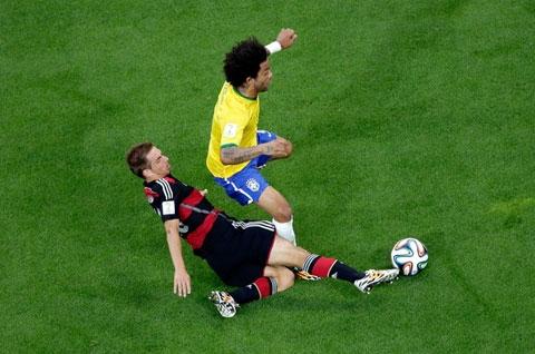 Việc Marcelo dâng quá cao khiến Brazil phải trả giá trước Đức