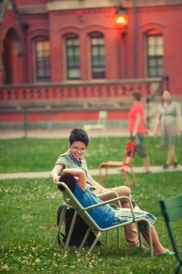"""Giọng ca trẻ Vũ Cát Tường tươi tắn tận hưởng cảm giác yên bình vào """"một chiều trong khuôn viên đại học Harvard""""."""