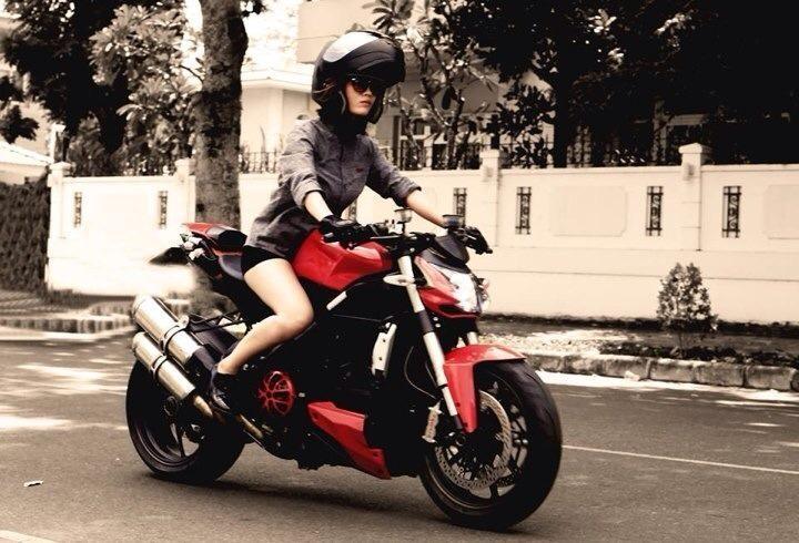 [Gương mặt trẻ] Đầy cá tính và mạnh mẽ với cô nàng biker 9x