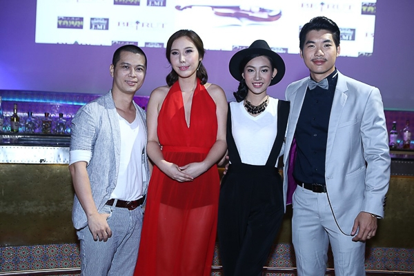Trong buổi họp báo, còn có sự xuất hiện của ca sỹ Pha Lê và ca sỹ Nam Khánh.