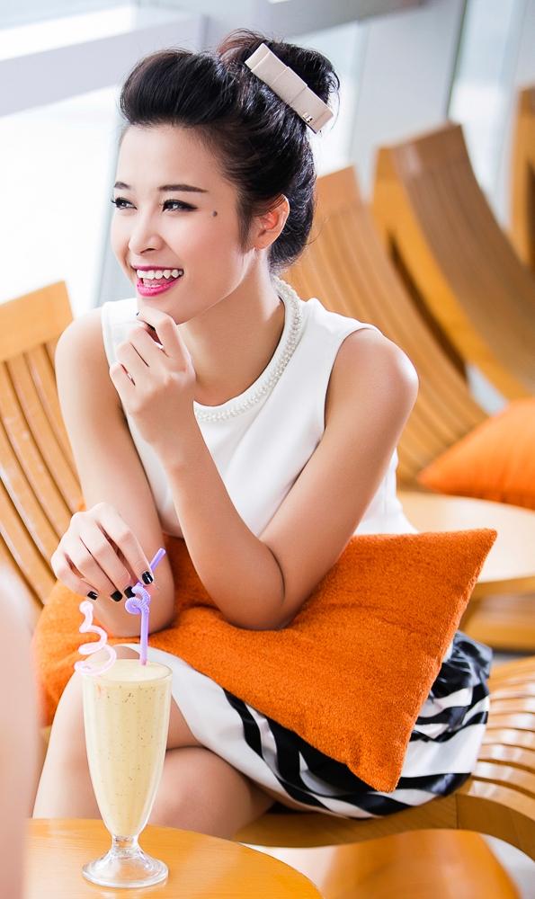 Nụ cười rạng rỡ của Đông Nhi khi được sống hết mình trong mùa hè.