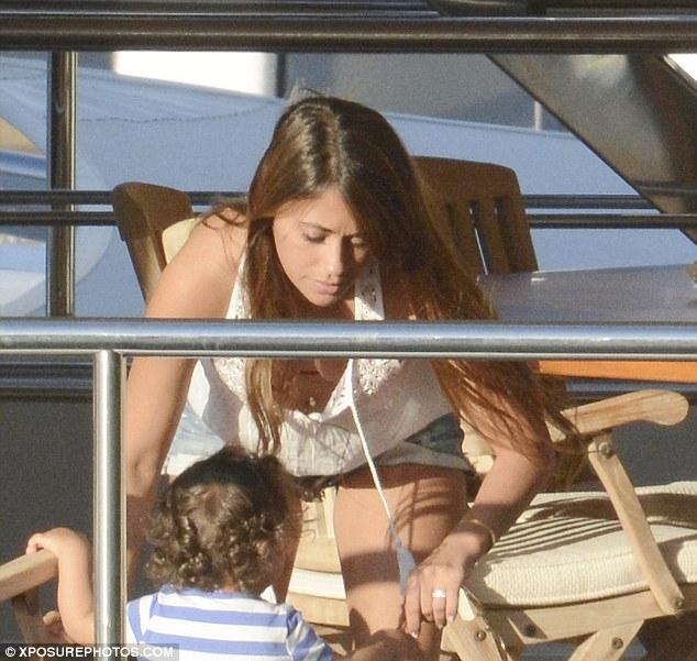 Antonella rất quan tâm đến cậu con trai