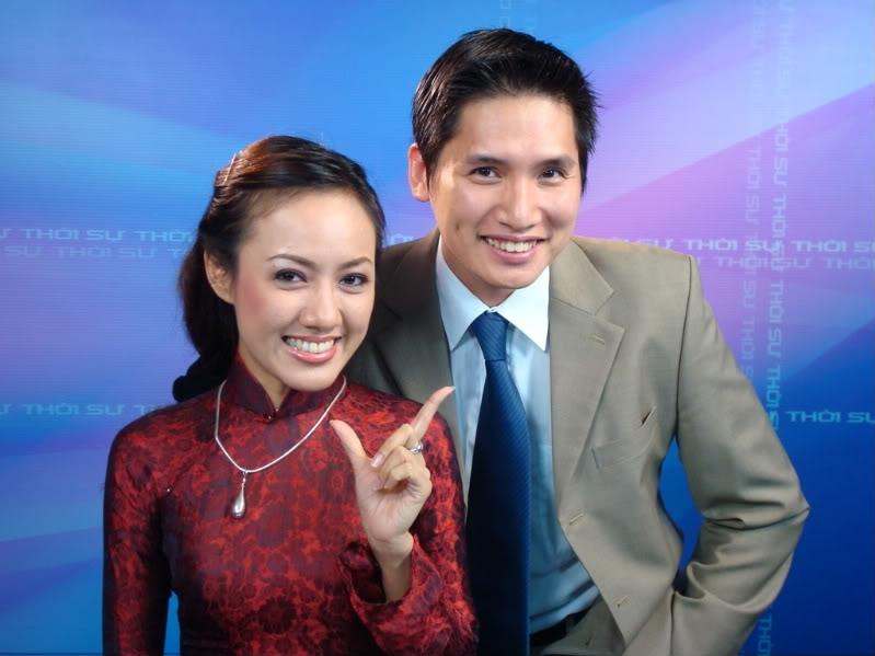 MC Quốc Khánh bên MC Hoài Anh.