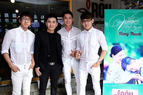 Năm 2009 sau khi chuyển công tác và chính thức sinh sống tại Sài Gòn, con đường ca hát cũng dần hé mở từ những chương trình thiện nguyện và những món quà âm nhạc để tặng cho khán thính giả.
