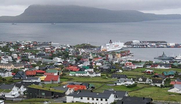 """Tới thăm những """"mái nhà cỏ mọc"""" ở đảo Faroe"""