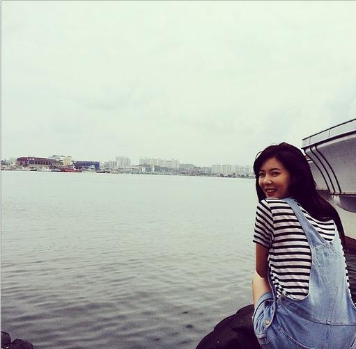 HyunA khoe hình cực hiền dịu giữa bờ sông
