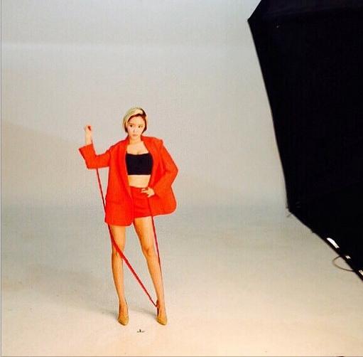 Hyomin cập nhật hình ảnh trong hậu trường chụp tạp chí Cosmopolitan
