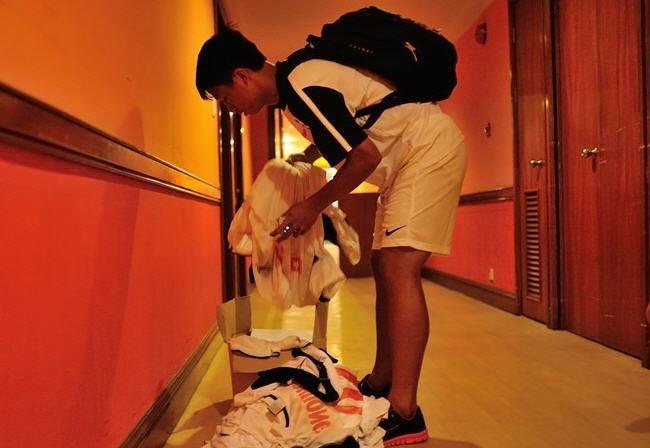 Cầu thủ U19 Việt Nam phải tự giặt đồ sau chiến thắng