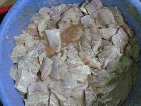 Ớn lạnh quy trình chế biến cơm bình dân từ thực phẩm bẩn