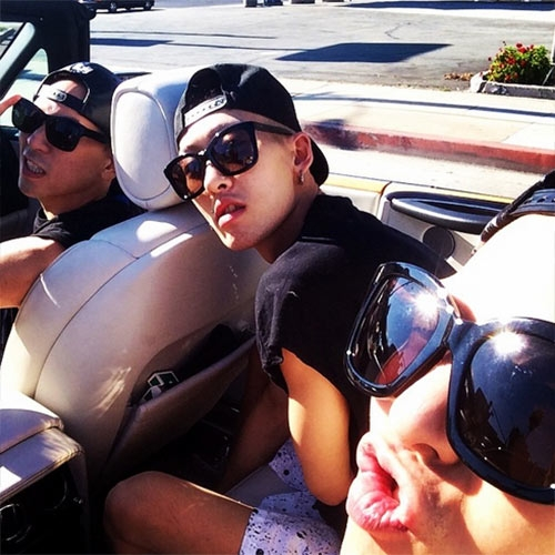 G-Dragon khoe hình nhắng nhít đi chơi cùng bạn bè ở Mỹ