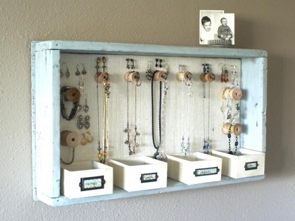 Những chiếc kệ giữ trang sức đơn giản và tiện dụng