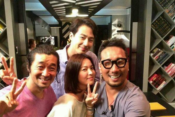 Song Hye Kyo đến Jo In Sung và đoàn làm phim It's Okay, It's Love