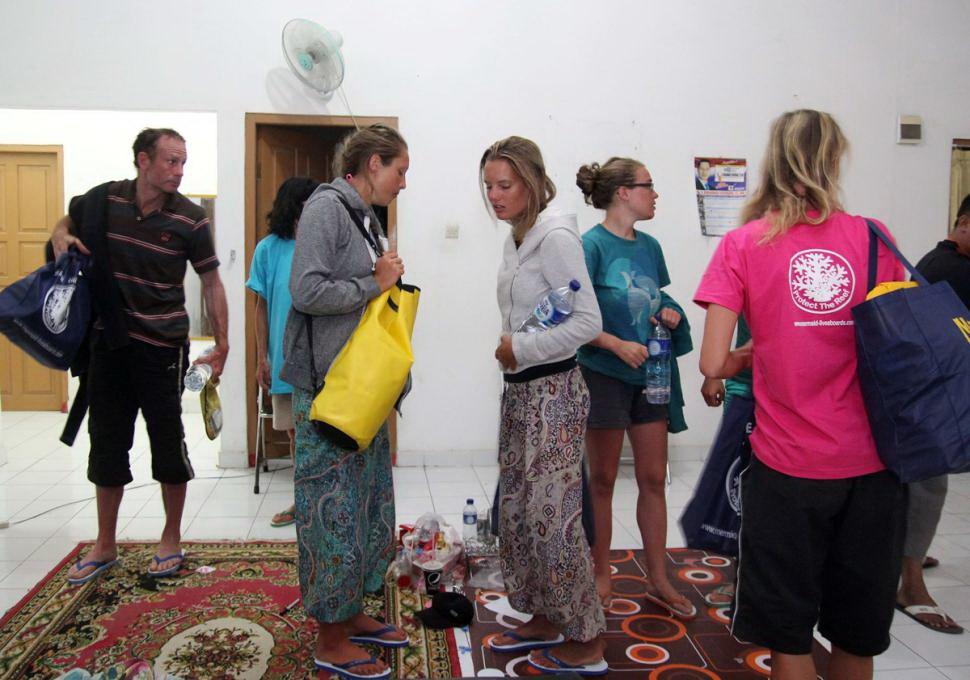 Chìm tàu du lịch Indonesia: du khách uống nước tiểu để khỏi chết khát