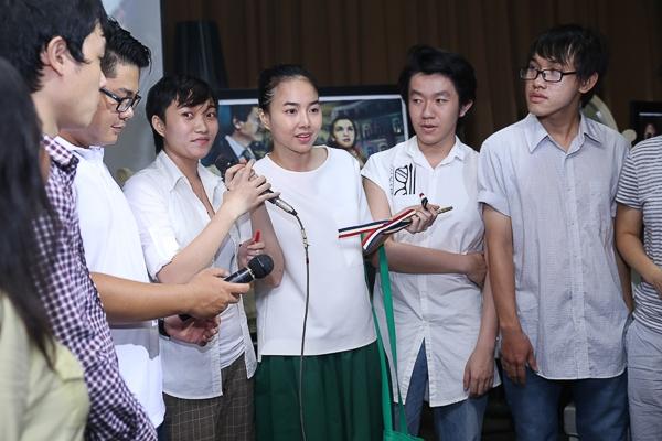 Đinh Ngọc Diệp ăn mặc giản dị trong buổi giới thiệu sách - Tin sao Viet - Tin tuc sao Viet - Scandal sao Viet - Tin tuc cua Sao - Tin cua Sao