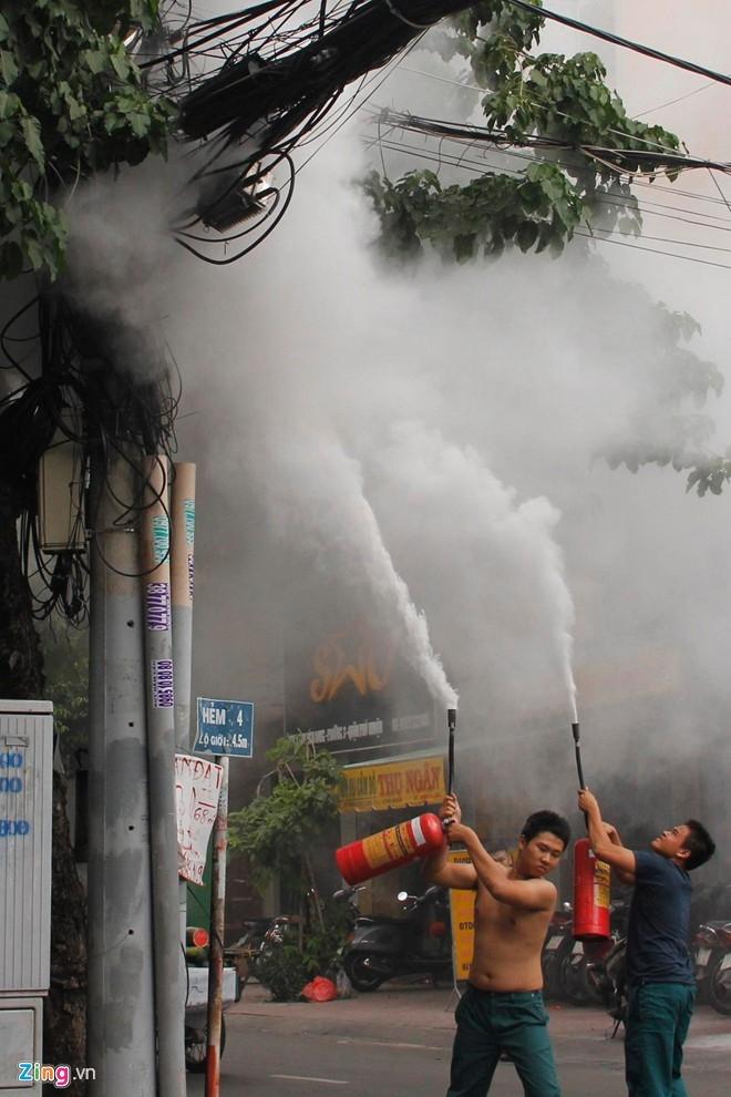 Cháy nổ ngay trung tâm Sài Gòn, 1 người bị thương