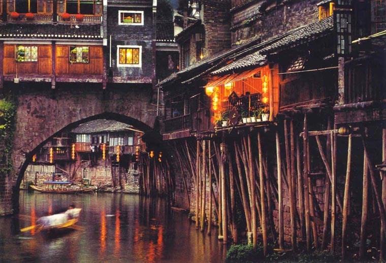 """Lạc vào thế giới """"kiếm hiệp"""" cùng những thị trấn cổ đẹp như mơ"""