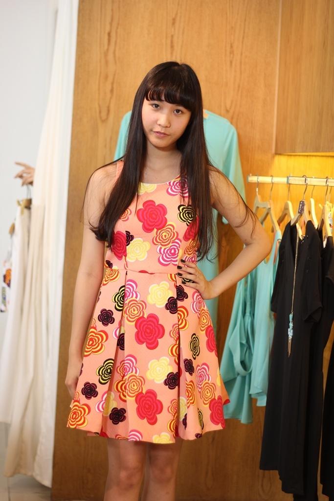 Được chuyên gia trang phục tư vấn lựa chọn những bộ váy áo tinh tế, phù hợp vóc dáng