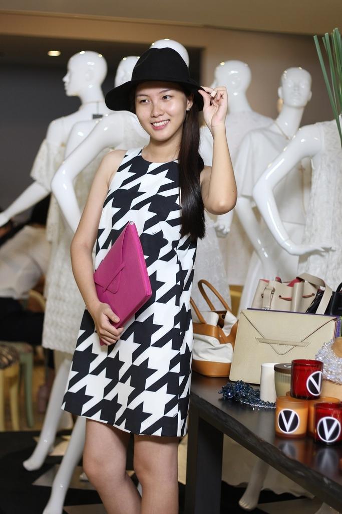 Những mẫu váy hiện đại, thời trang luôn là sự lựa chọn hàng đầu cho những ai muốn tạo cho mình vẻ ngoài nữ tính