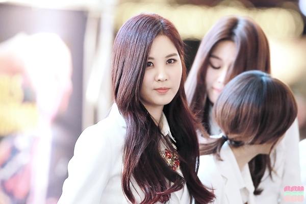 Mặc lịch trình bận rộn, Seohyun vẫn chăm chỉ hoàn thành bài vở của mình