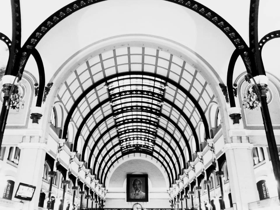 Tác phẩm của bạnDương Ngọc Thủyvới ý tưởng tái hiện quá trình lịch sử lên mái vòm củaBưu điện Thành phố Hồ Chí Minh- một niềm tự hào của người dân thành phố