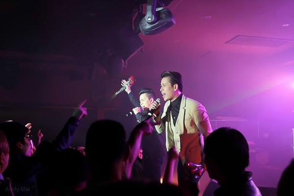 Từng lưu diễn tại Úc và nhận nhiều tình cảm từ phía khán giả nên The Men là cái tên thường xuyên được các bầu show tại Úc yêu mến và liên tục mời sang trình diễn. - Tin sao Viet - Tin tuc sao Viet - Scandal sao Viet - Tin tuc cua Sao - Tin cua Sao