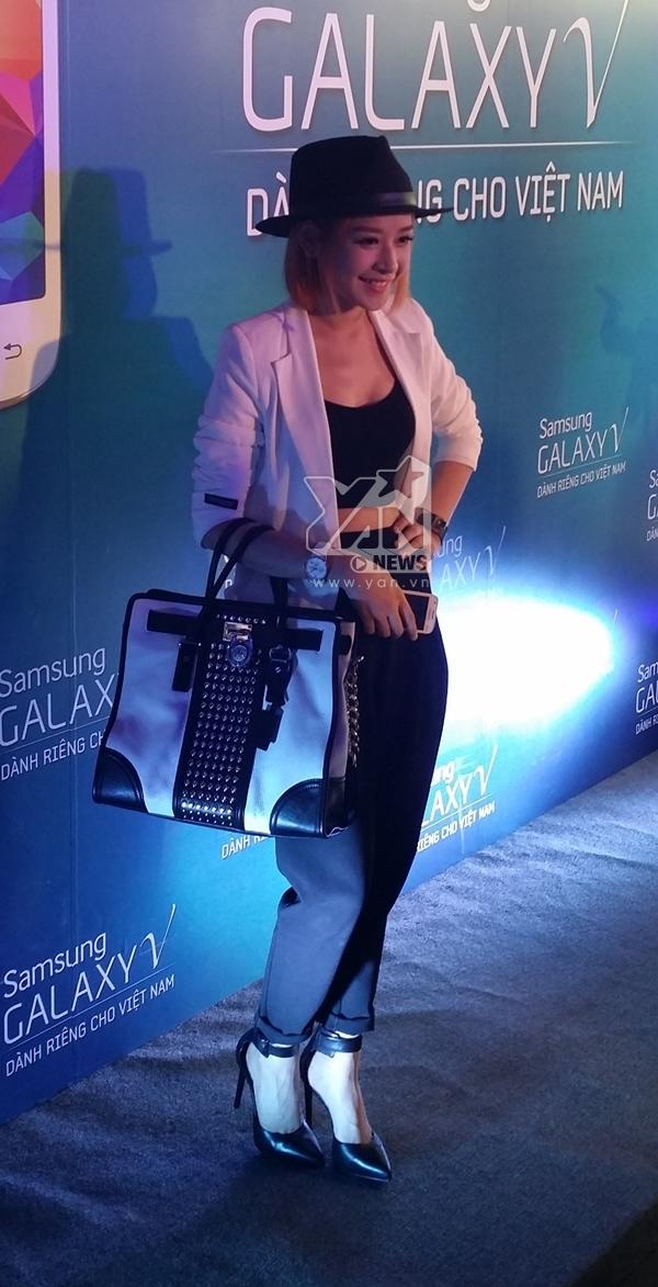 Hot girl Chi Pu cũng xuất hiện tại sự kiên tối qua của Samsung.