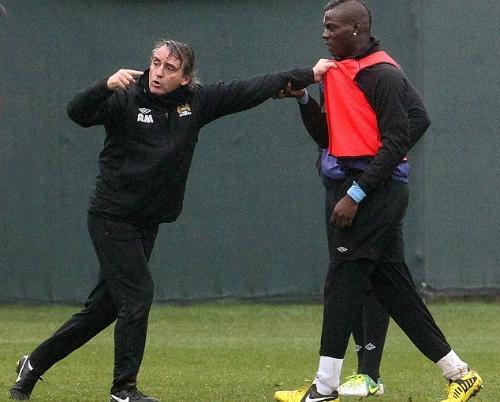 Balotelli gây sự với ông thầy đồng hương khi còn ở Man City. Ảnh: James Clarke.