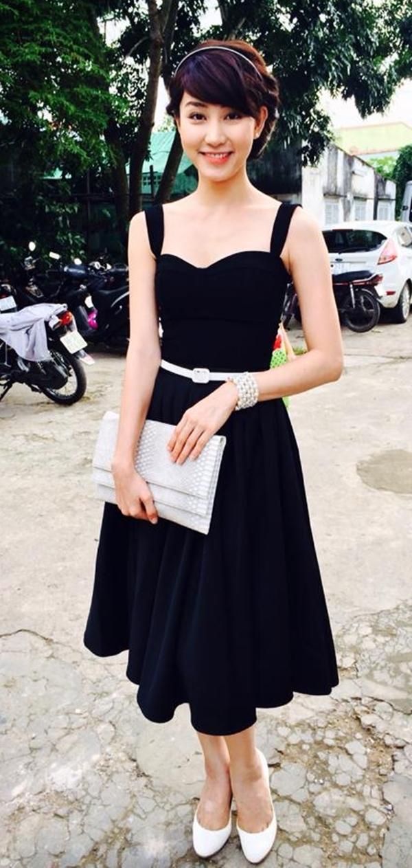 Ngân Khánh trông vô cùng sang trọng và nữ tính khi hóa thành quý cô thập niên 70 đi dự tiệc.