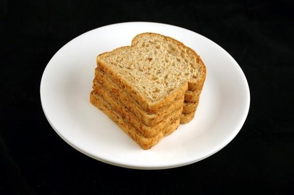 Bốn lát bánh mì = 200 calo