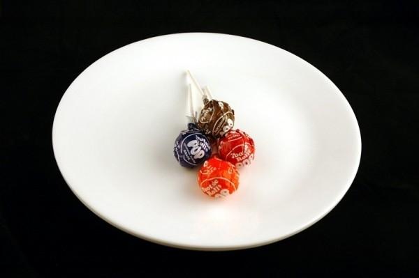 4 cây kẹo mút = 200 calo