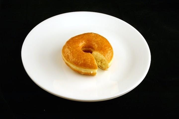 Một chiếc bánh mì bọc đường = 200 calo