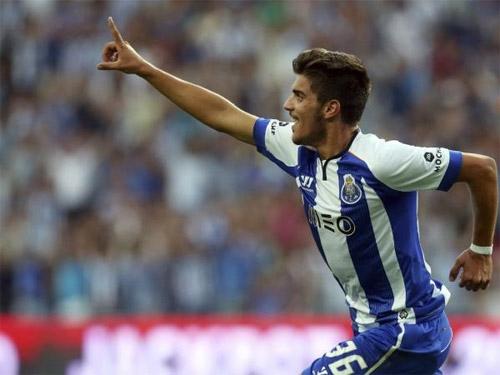 Neves cũng là cầu thủ Porto trẻ nhất lịch sử ghi bàn ở giải vô địch Bồ Đào Nha. Ảnh: EPA.