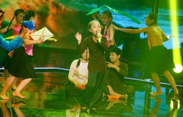 Cô bánh mì cháy Hoàng Kim Quỳnh Anh với ca khúc Khúc hát sông quê.