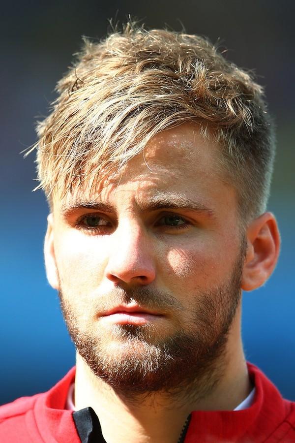Hậu vệ trẻ của tuyển Anh để râu có vẻ già dặn hơn nhưng cũng rất bụi bặm và lãng tử.