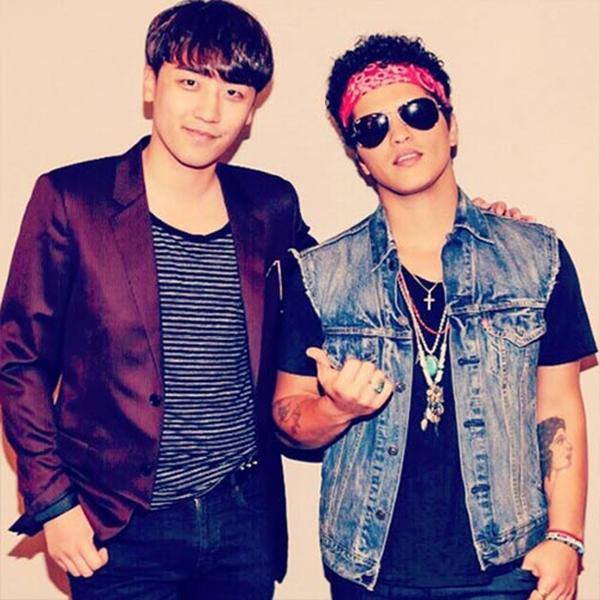 Seungri hào hứng khoe hình chụp cùng Bruno Mars
