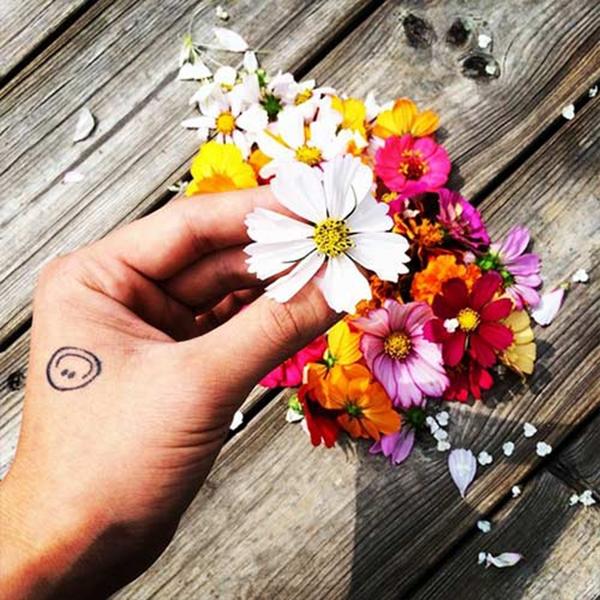 G-Dragon khoe hình bông hoa cực đẹp