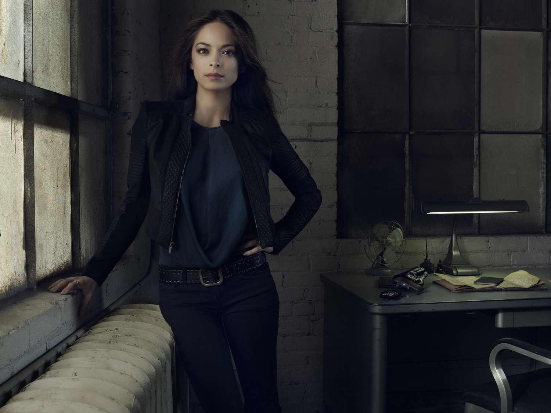 Nữ diễn viên Kristin Kreuk thủ vai cô cảnh sát xinh đẹp Catherine trong phim