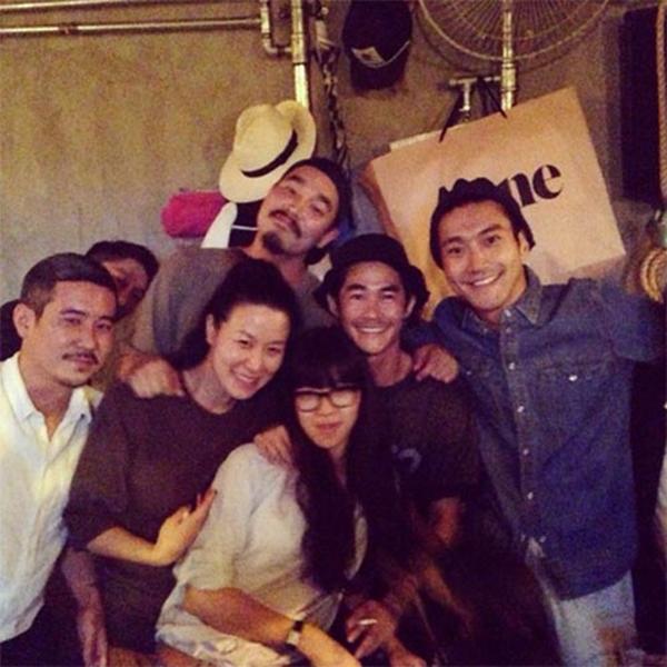 Siwon khoe hình tụ tập cùng bạn bè