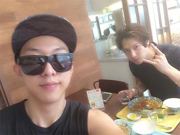 Jungshin khoe ảnh dùng bữa cùng Jonghyun cực tình cảm